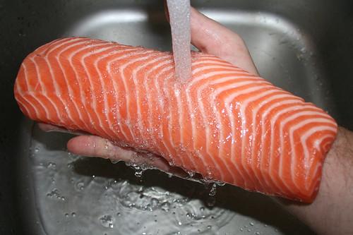 22 - Lachs abwaschen / Wash salmon