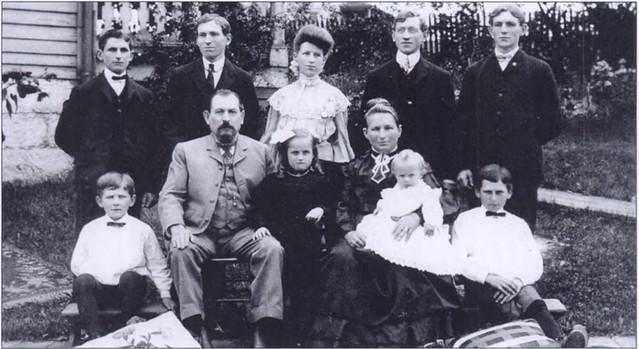 straub-family-1904