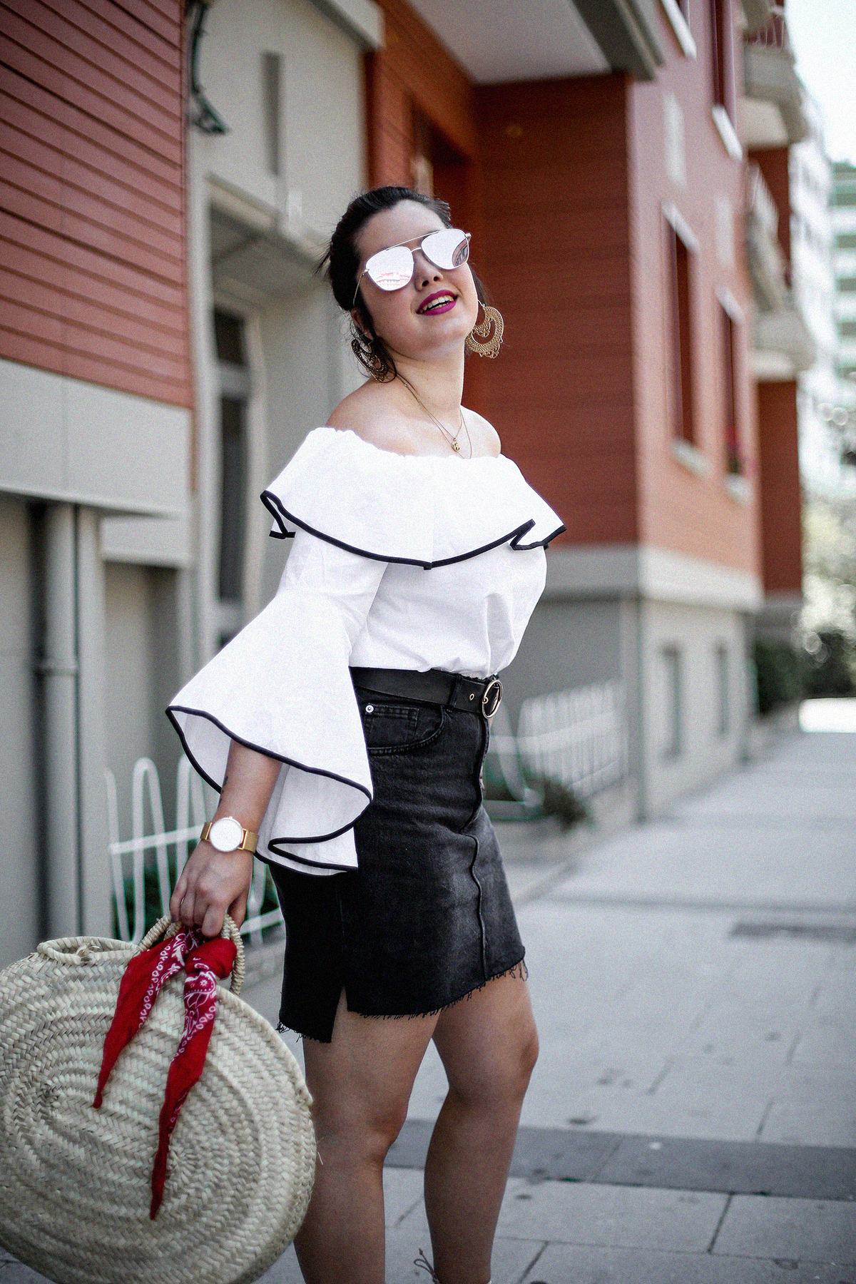 ruffle-top-off-shoulder-sunper-sunglasses-basket-bag-look8