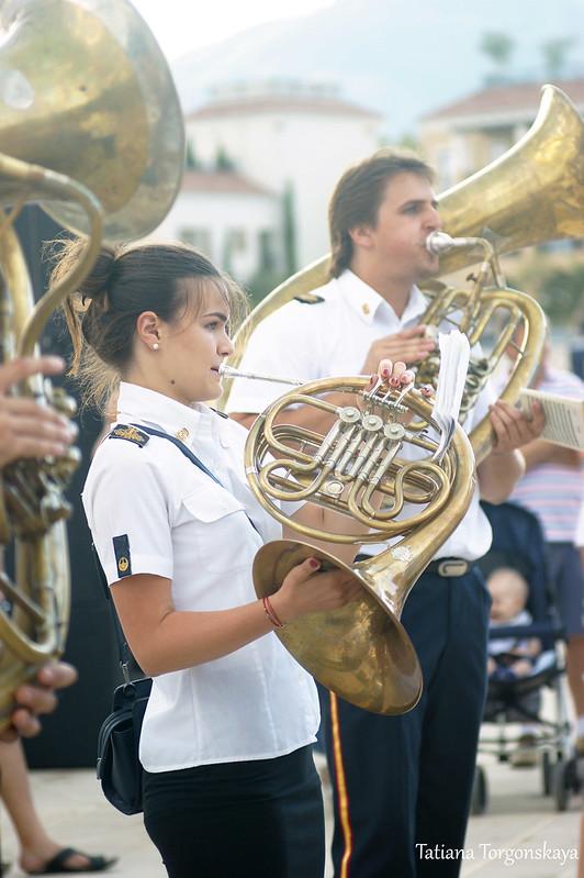 Выступление тиватского оркестра