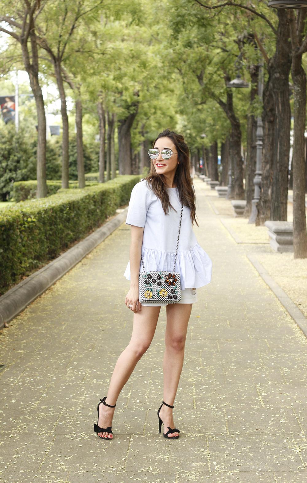 blue light striped shirt denim shorts uterqüe jewel bag accessories summer outfit04