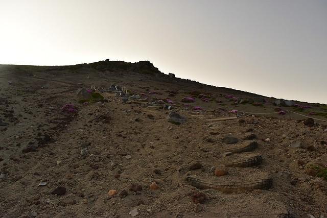 高千穂峰 火山灰が積もる階段