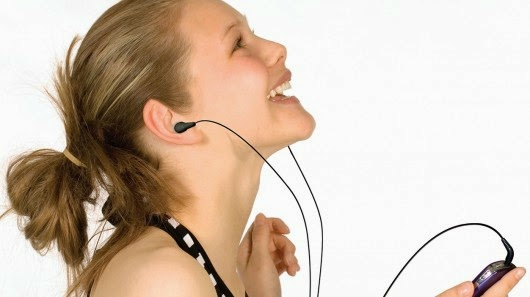 Sering Pakai Earphone Salah Satu Penyebab Tinnitus