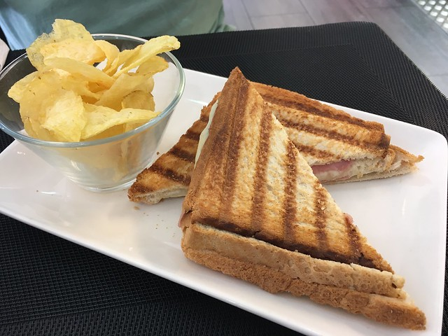 Ham and cheese grilled sandwich - Store Cafe