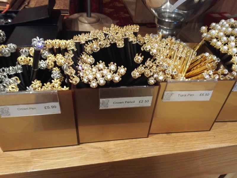 エディンバラ城で買えるお土産 王冠ペン