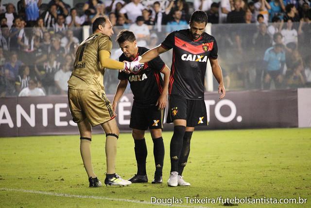 Lance da partida Santos 0 x 1 Sport Recife, válida pela 10ª rodada do Brasileirão 2017
