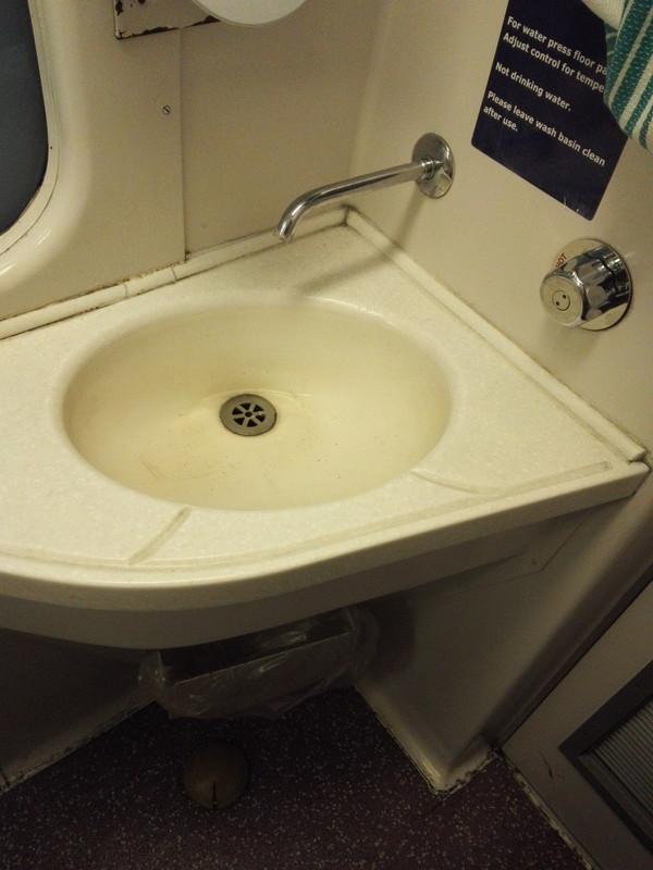 カレドニアン・スリーパーのトイレの洗面所