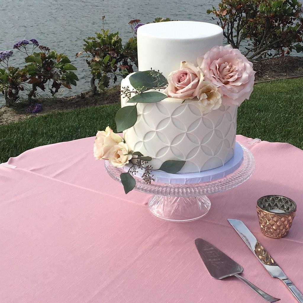 Geometric white wedding cake with fresh flowers | Jenny Wenny | Flickr