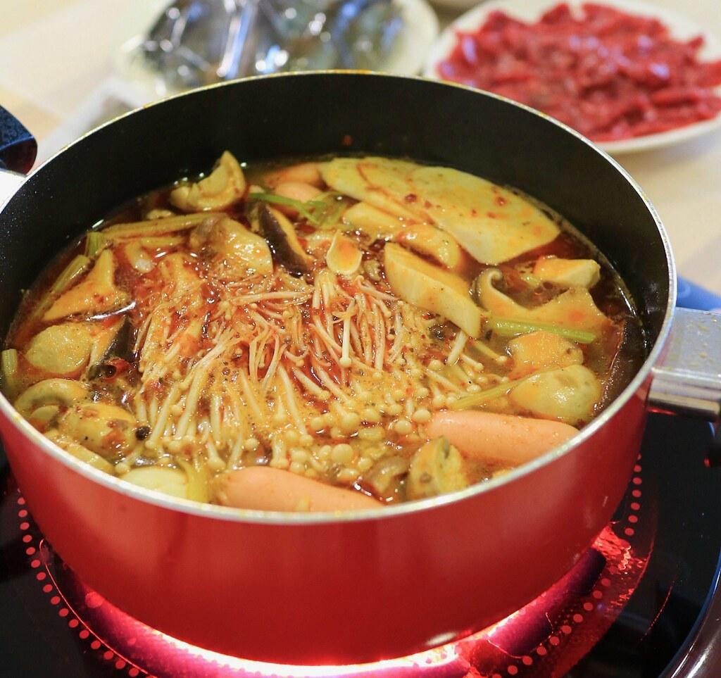 【食譜分享】超簡單居家速成麻辣湯底  在家也能吃到美味涮牛肉鍋