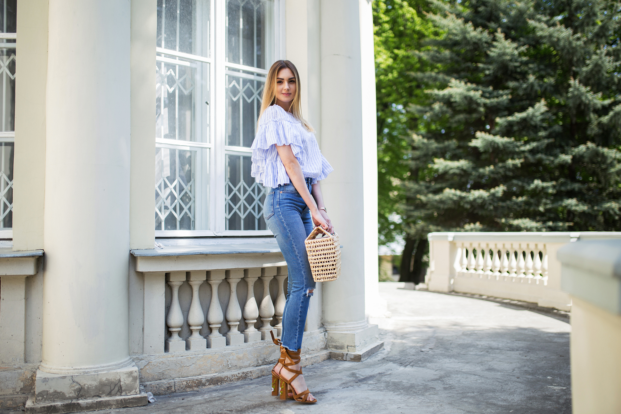 striped-top-ruffle-skinny-jeans-outfit copy