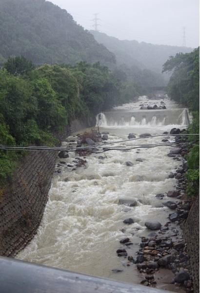 乾華溪的水流湍急。攝影:蔡雅瀅