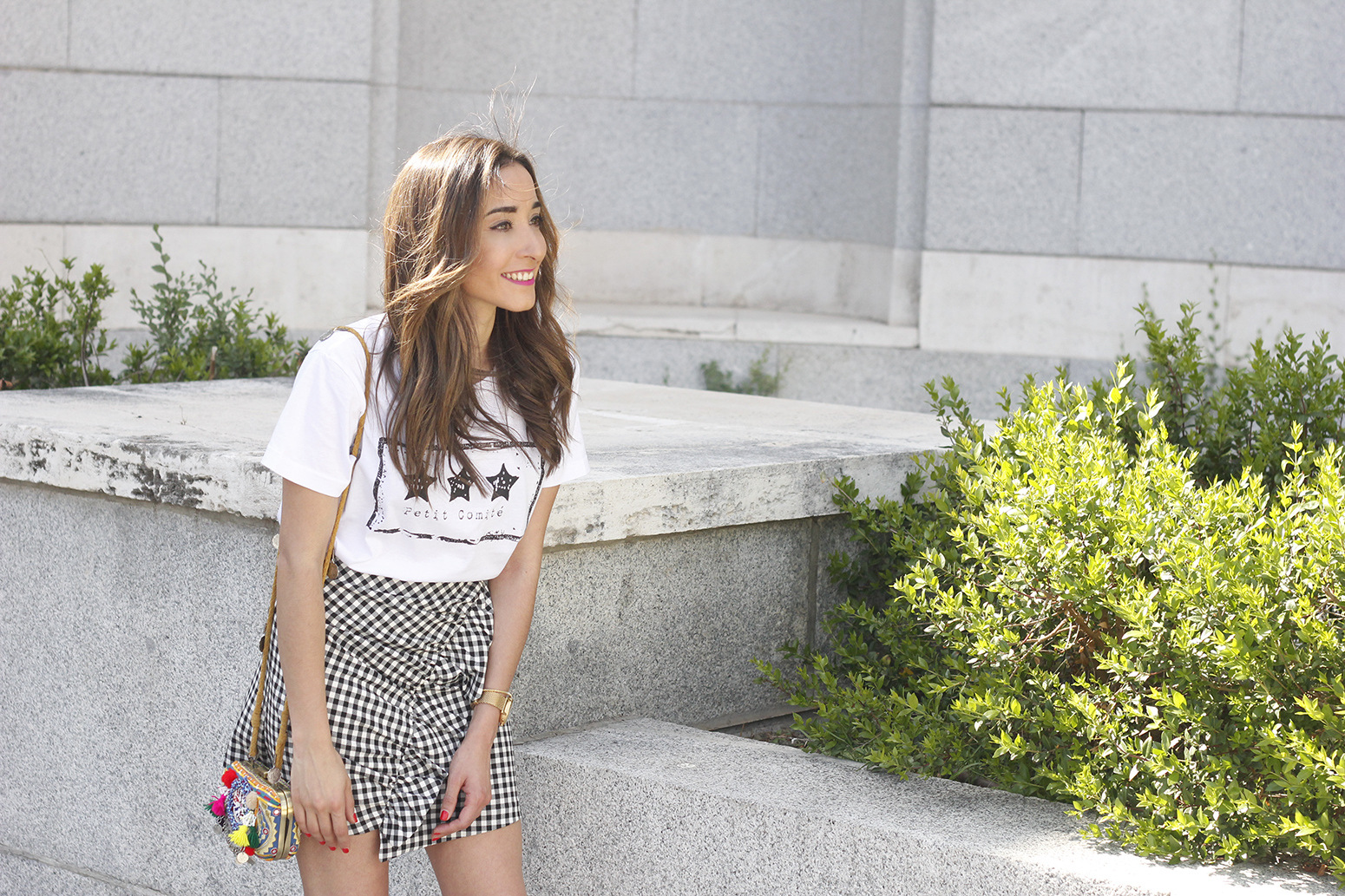 vichy skirt white t-shirt carolina herrera pink heels outfit style fashion summer10