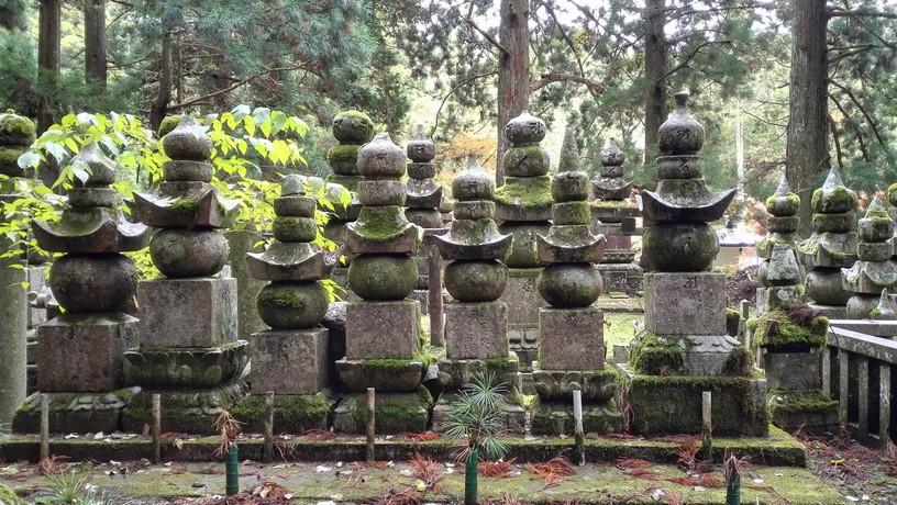 高野山・奥の院の墓石たち