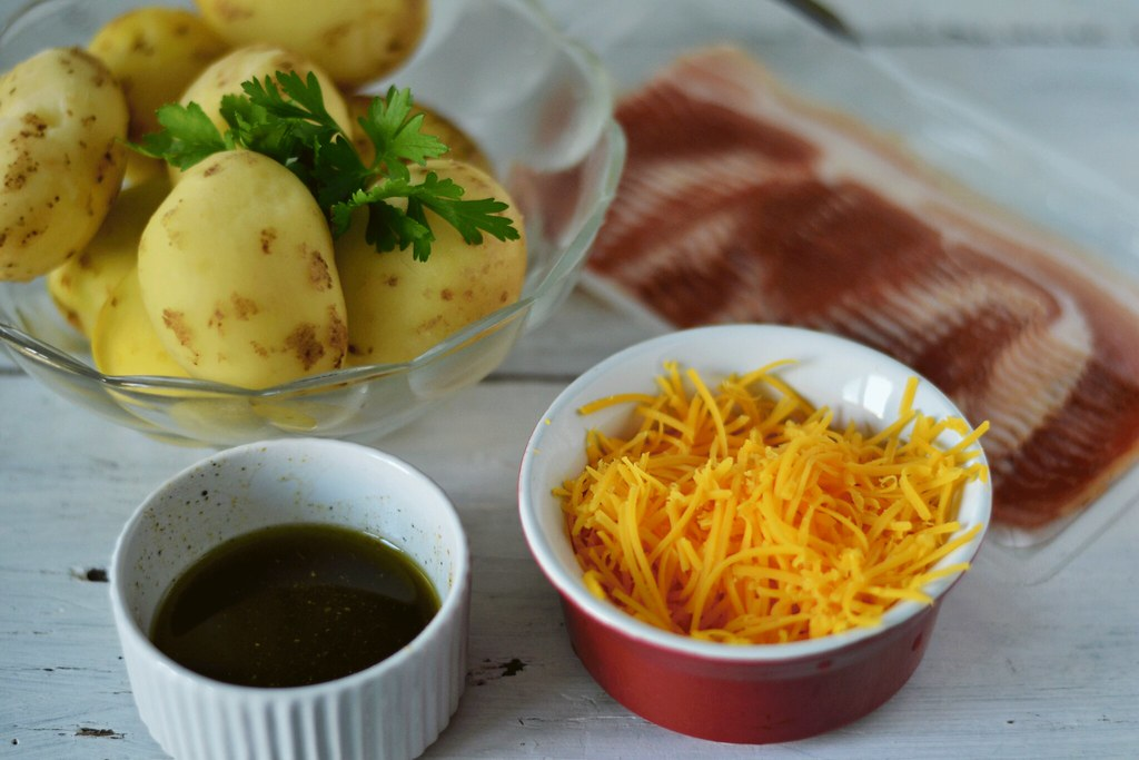ingrediente-cartofi-cu-bacon-la-cuptor