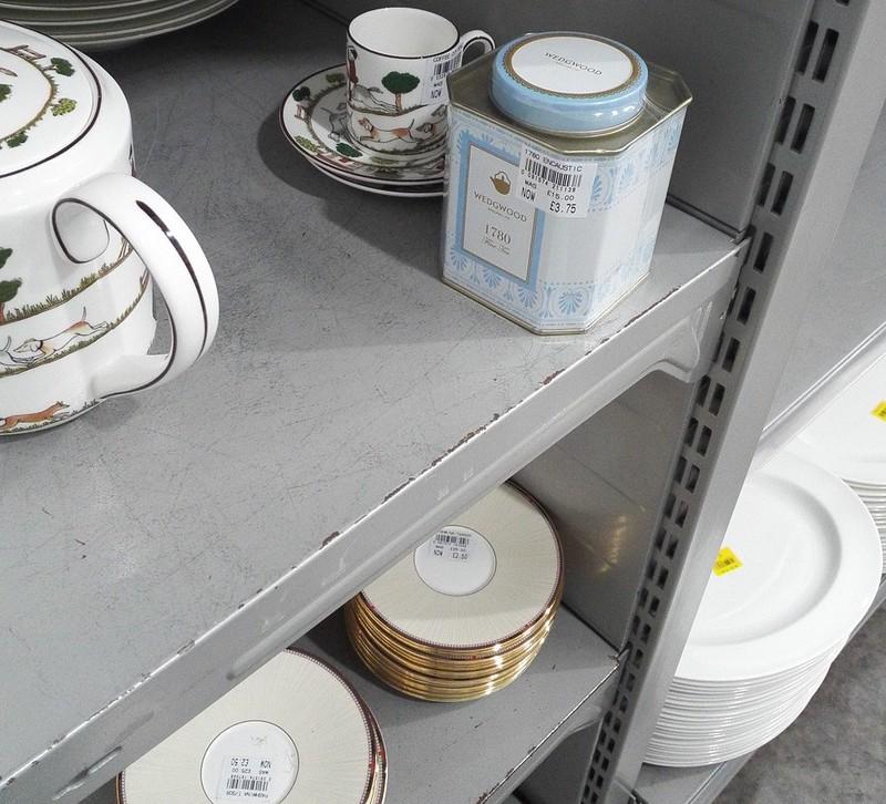 ウェッジウッドの紅茶缶 アウトレット価格