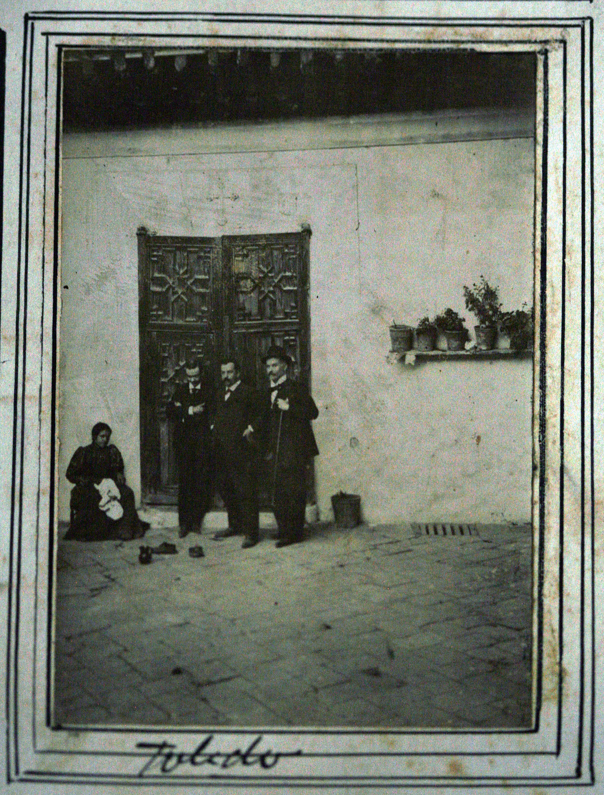 Patio de la casa del Greco en Toledo en 1895. Fotografía de Ulpiano Checa. Coleción personal de Ángel Benito.