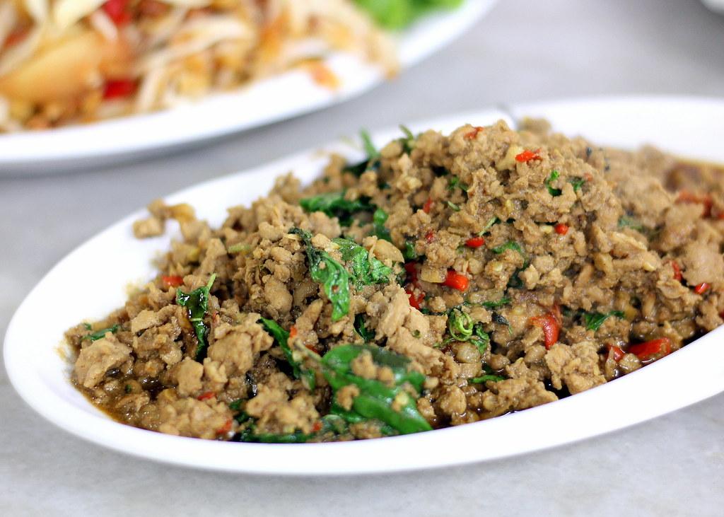 diandin-leluk-thai-basil-chicken