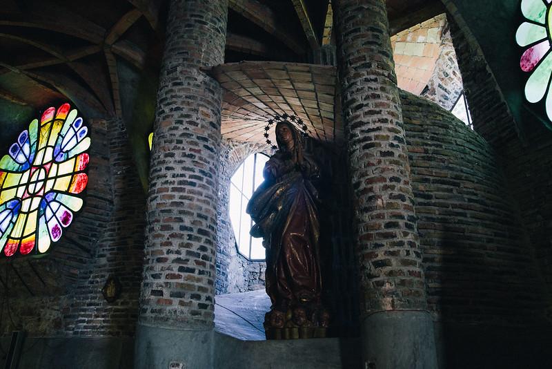 コロニア・グエル教会