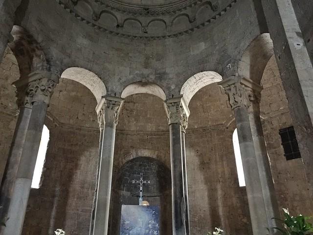 Deambulatorio del monasterio de Sant Pere en Besalú (La Garrotxa, Girona)