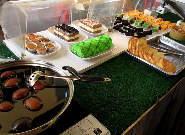 Cakes & herbal eggs