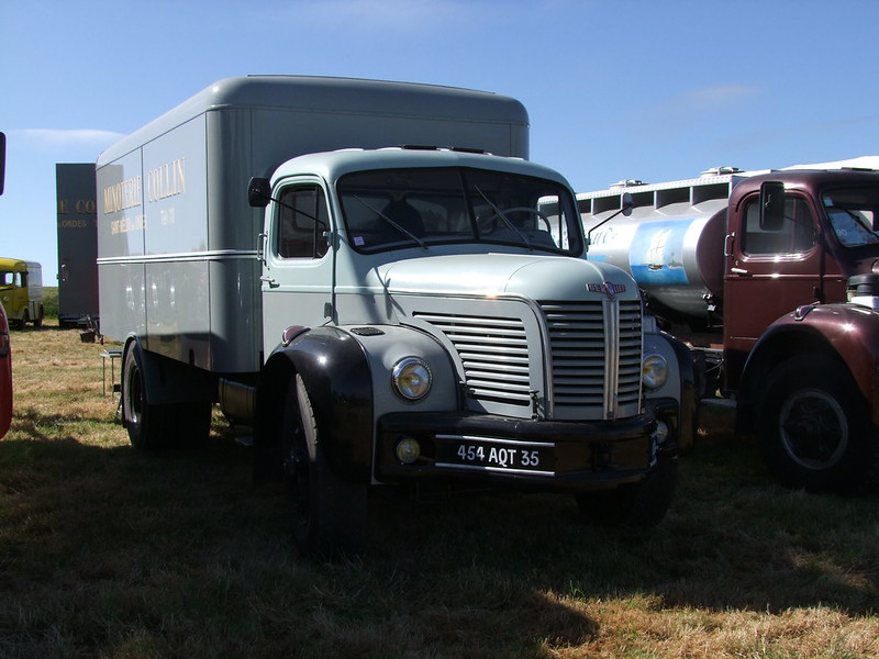 Rassemblement de camions anciens en Normandie 35546358995_1976c62d93_c