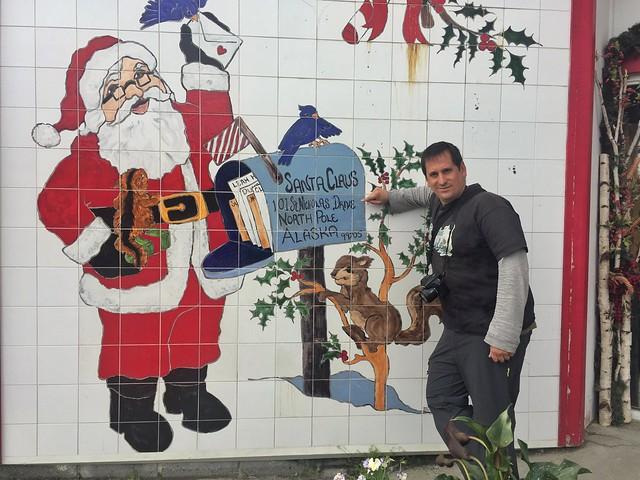 Sele en la casa de Santa Claus en North Pole (Alaska)