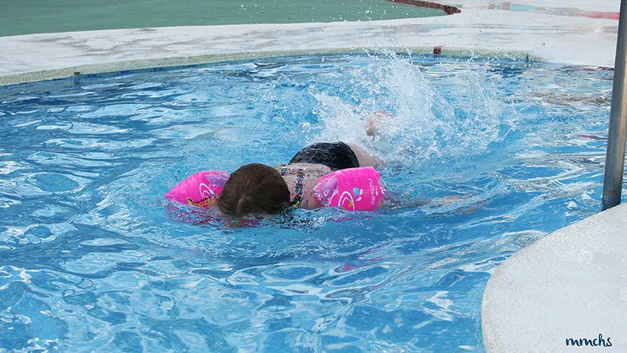Baño en la piscina de apartamento Habitat
