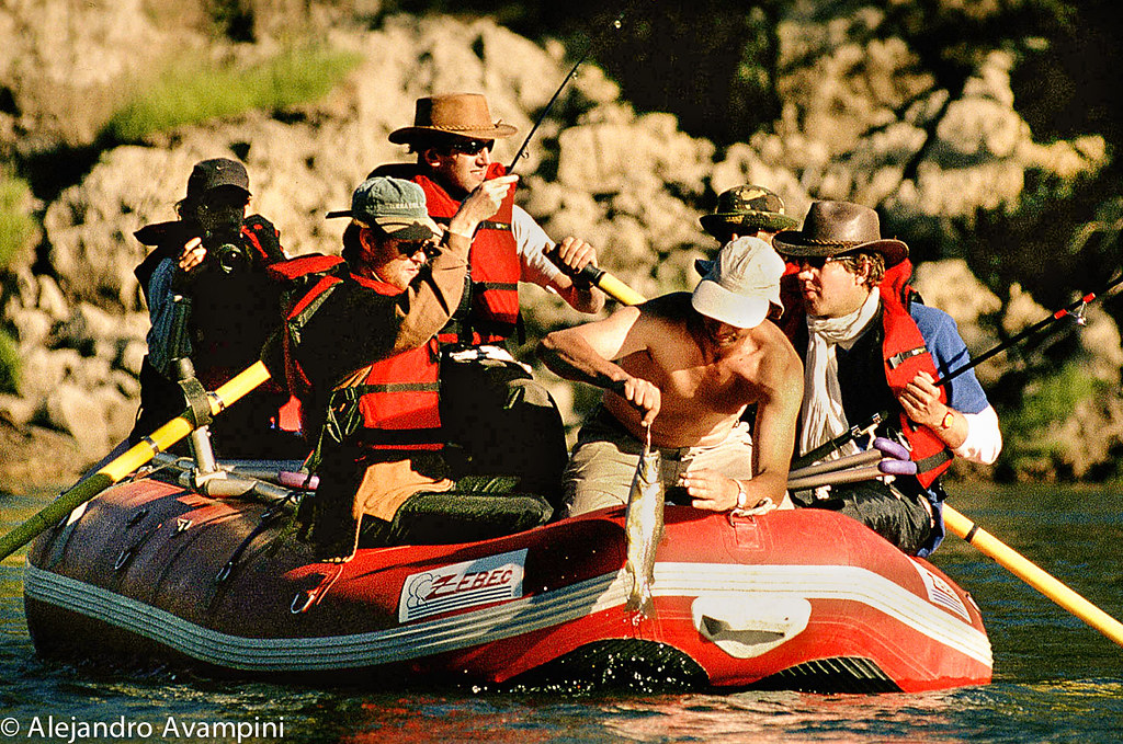 Pesca en el Río Palena, una navegación de Rafting a puro lujo