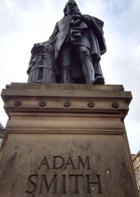 アダム・スミスの銅像