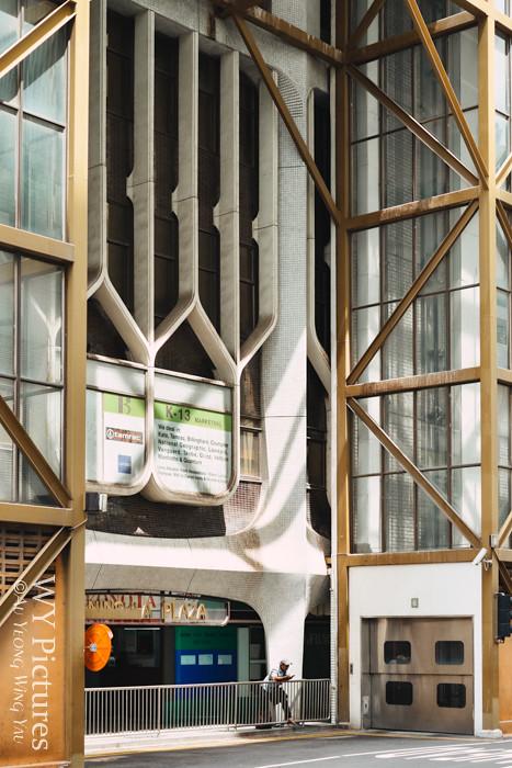 Singapore 2017: People Among Urban Geometry