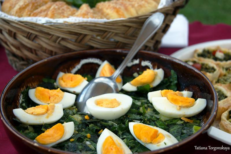 Салат с вареными яйцами и жученицей
