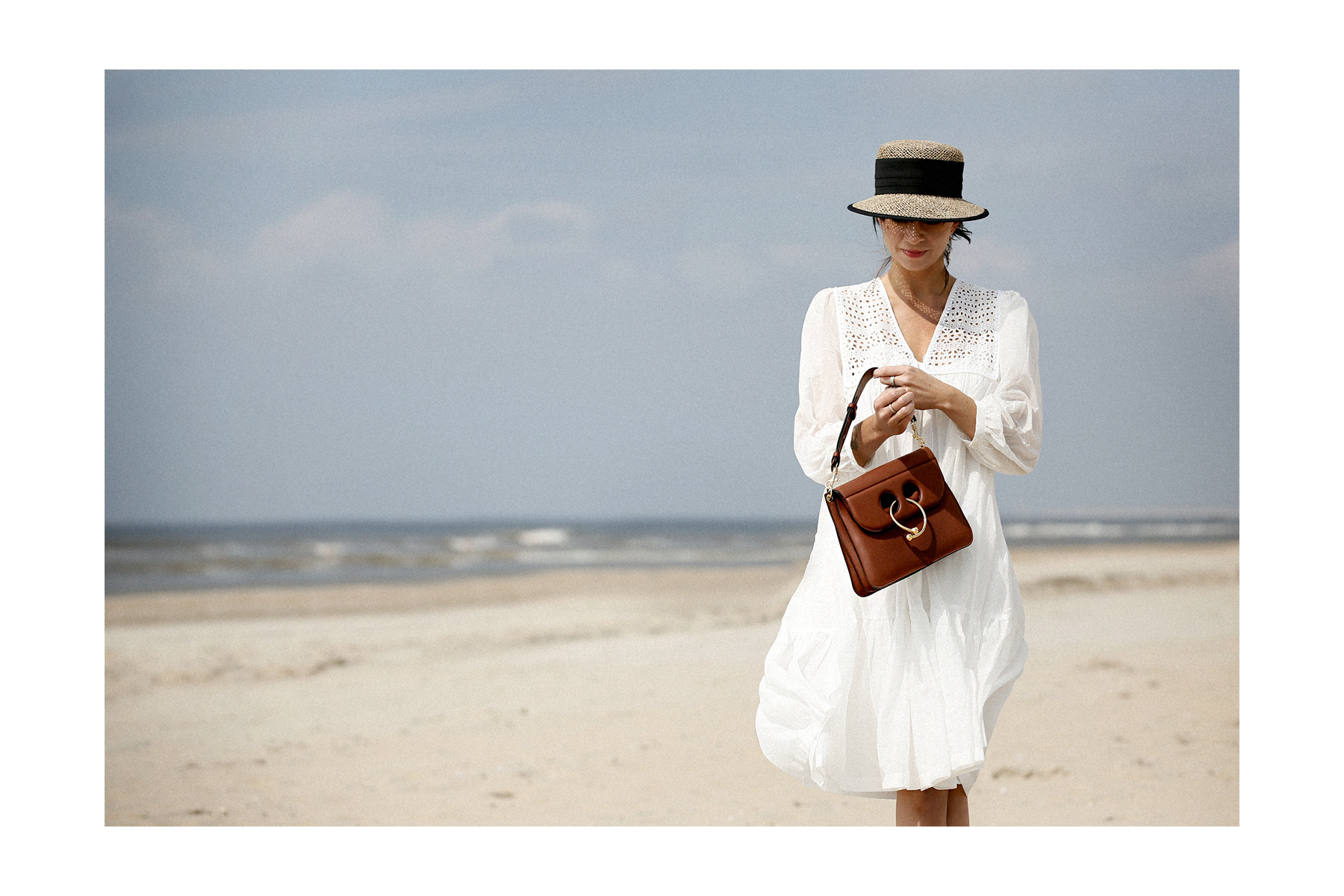 breuninger beach white dress closed j.w.anderson pierce bag straw hat summertime sunshine photography editorial vogue fashionblogger düsseldorf cats&dogs blog ricarda schernus modeblogger 1