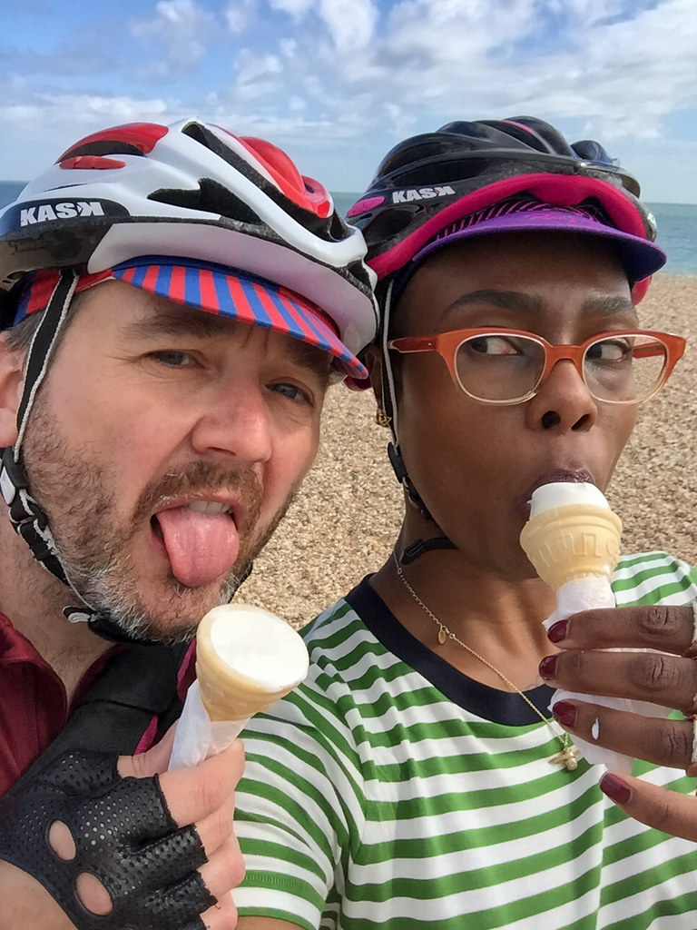 ladyvelo-premierinn-cycling-southsea-icecream