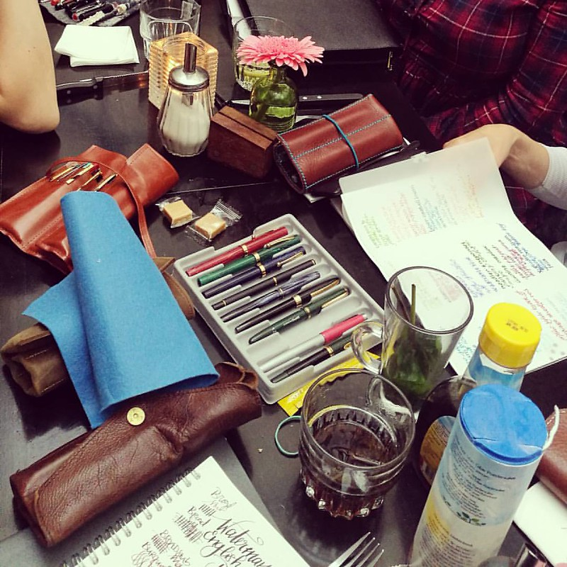 Another fun pen meet up happened today! See my stories for a short film 😊 This time in Utrecht at Cafe Broers. Was great seeing you all and trying out your fun #fountainpens Until next time FPNL peeps!! @serrulata @italogos @janinescribbles and othe