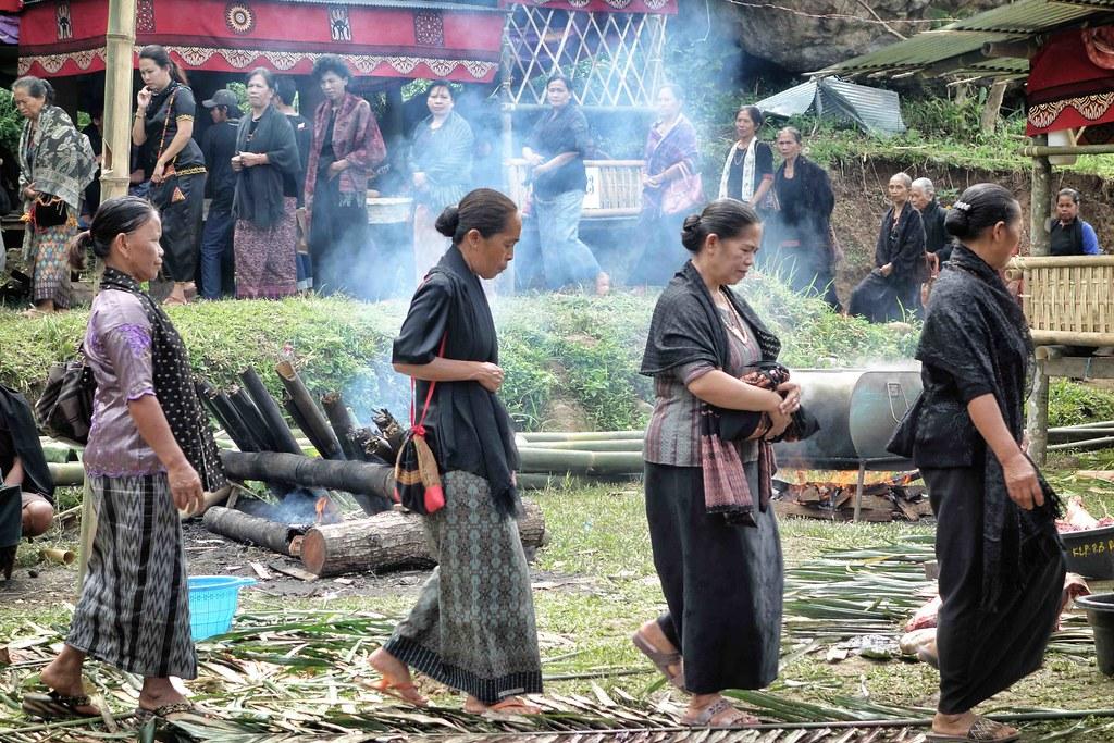 Rantepao - Ceremonie - Familles