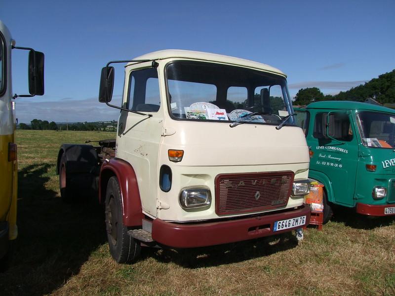 Rassemblement de camions anciens en Normandie 35400916061_c895a9bd5b_c