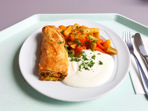 Vegetable strudel with herb dip / Gemüsestrudel mit Kräuterdip
