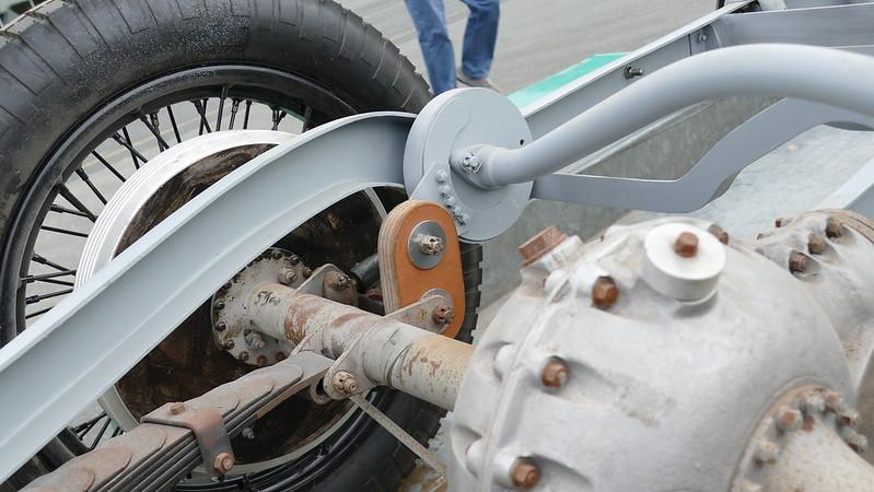 Châssis Bugatti en cours de restauration 35575391765_8320133a1b_c