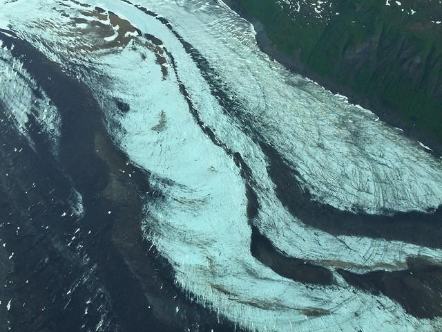 Glaciar desde la avioneta con la que llegamos a Lake Clark para ver osos en Alaska