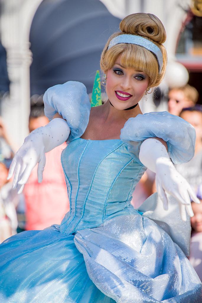 Cinderella in Mickey's Soundsational Parade in Disneyland ...
