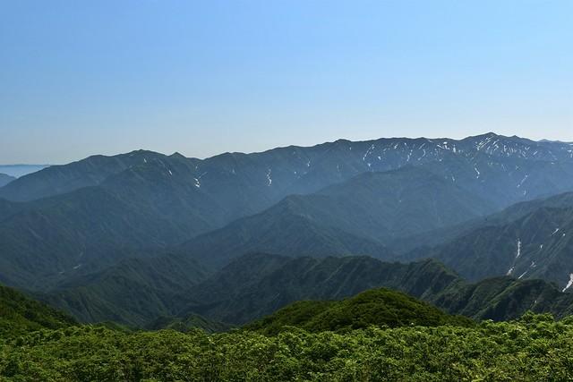 二王子岳からの飯豊連峰(杁差岳方面)