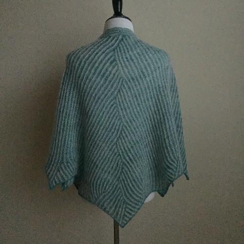 Meandering shawl