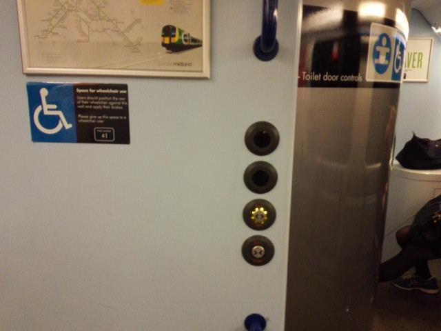 ロンドンミッドランドラインの車椅子対応トイレ