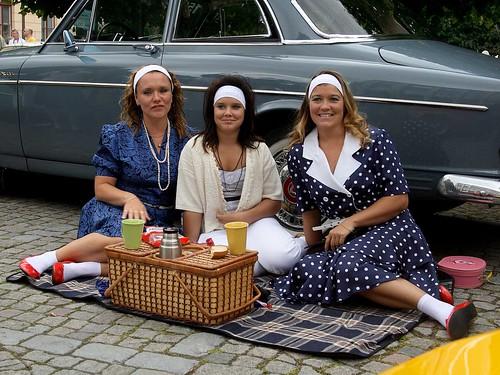 Picknick framför Volvo Amazon.