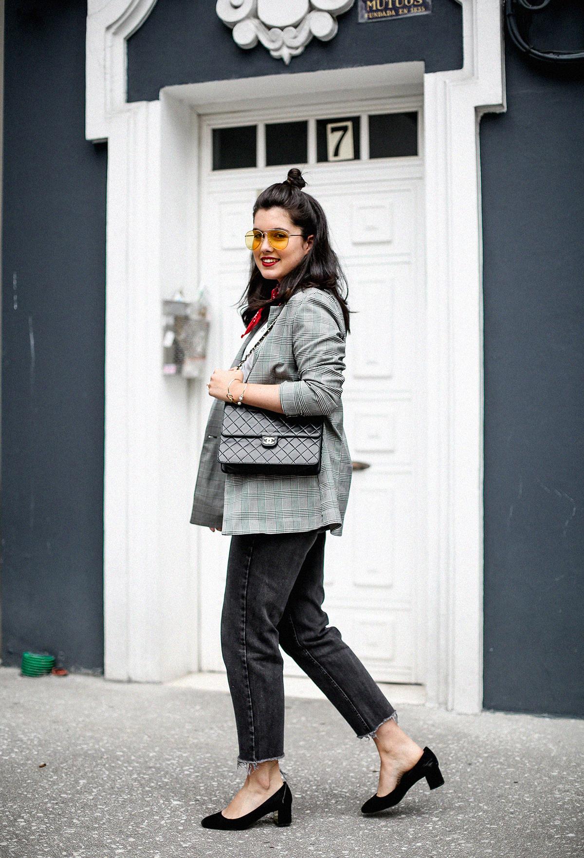 blazer-gris-cuadros-bershka-bandana-roja-mom-jeans-myblueberrynightsblog7