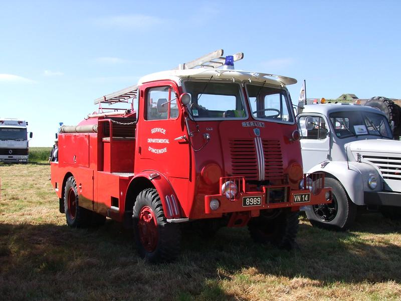 Rassemblement de camions anciens en Normandie 35159284990_6fc8ff6f6e_c