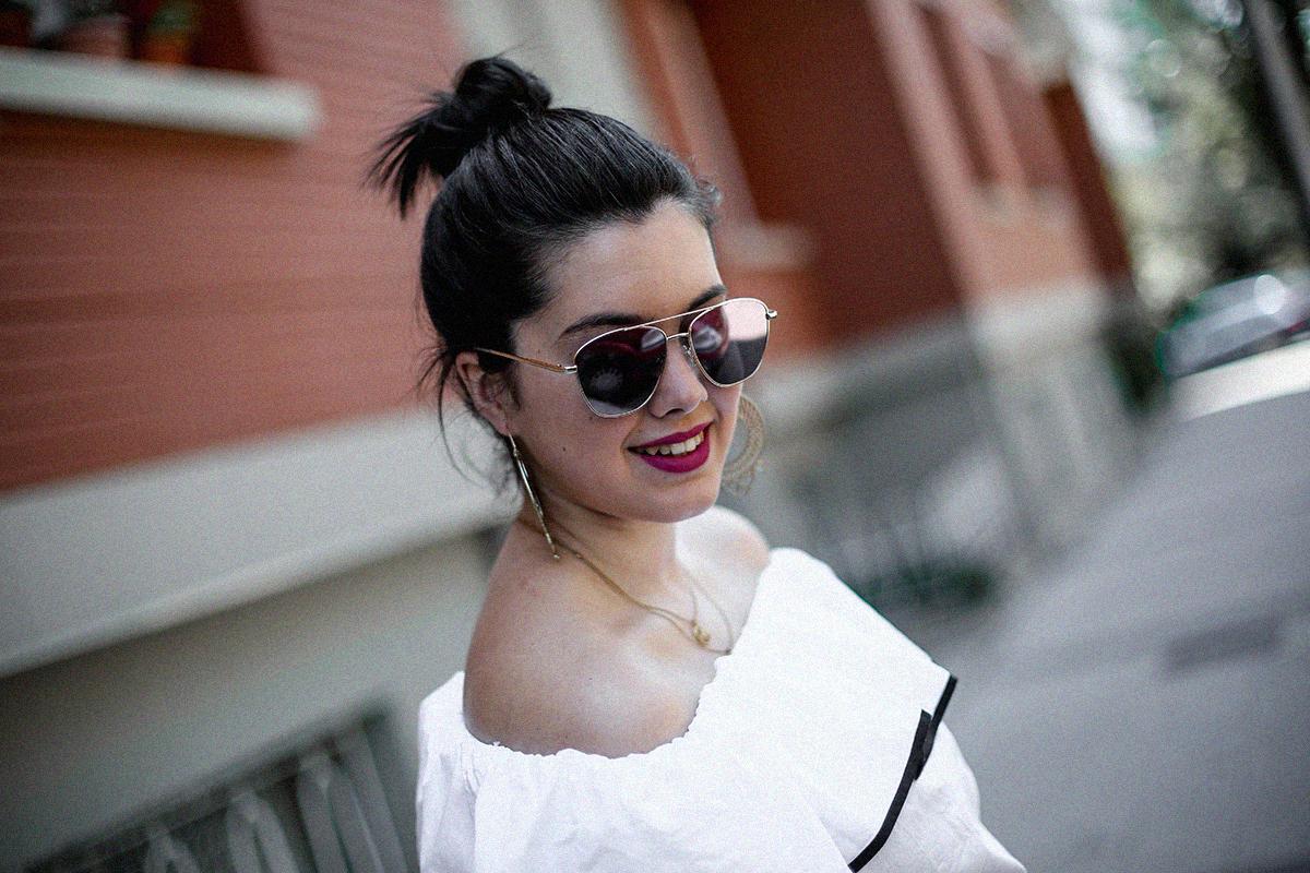 ruffle-top-off-shoulder-sunper-sunglasses-basket-bag-look2