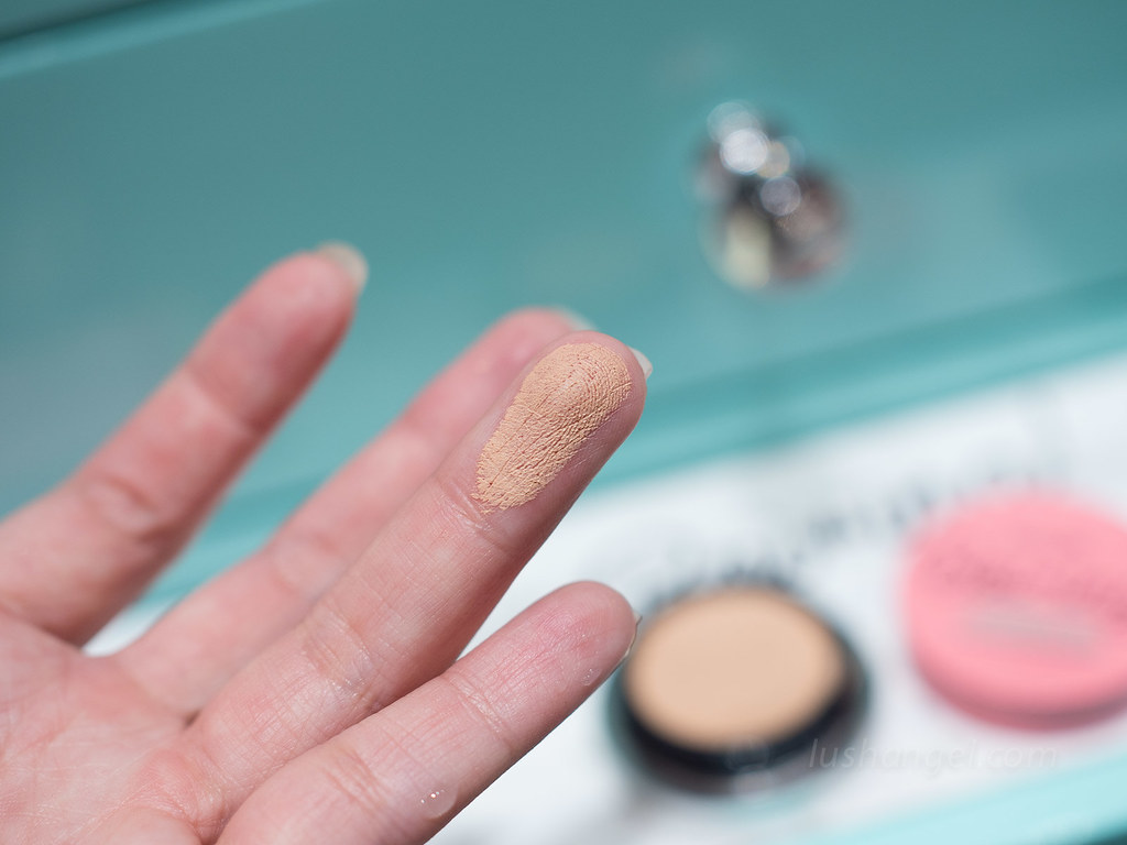benefit-boiing-airbrush-concealer-swatch