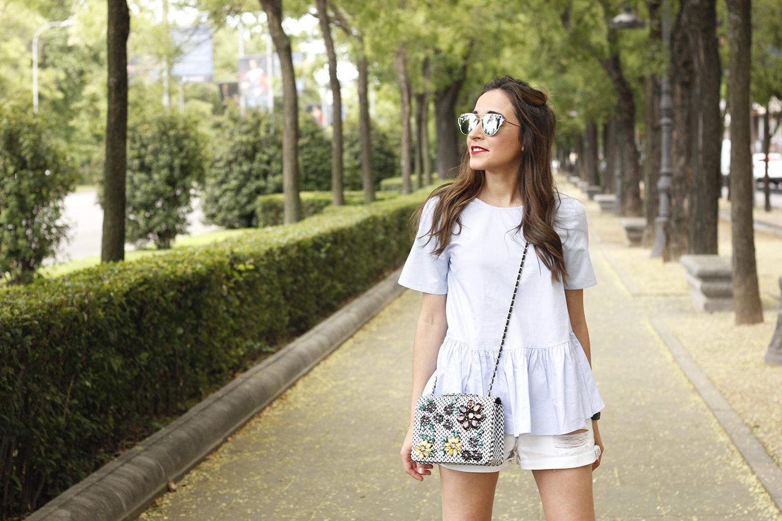 blue light striped shirt denim shorts uterqüe jewel bag accessories summer outfit08