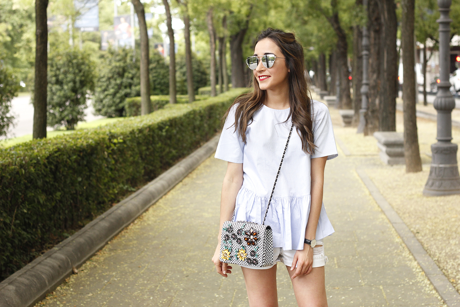 blue light striped shirt denim shorts uterqüe jewel bag accessories summer outfit06